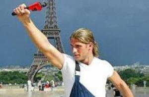 Polish Plumber Tour Eiffel
